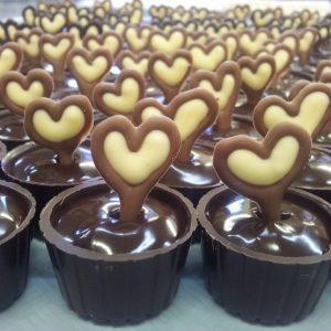 קבלת פנים עם כריכים, קפה ושוקולד